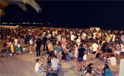 Photo from this article http://www.diarioinformacion.com/hogueras/2013/06/24/botellon-toma-ciudad/1388448.html